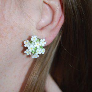 Rare vintage 1950s screw back flower earrings